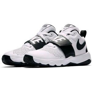 Nike Team Hustle D8 Boys Basketball Shoes